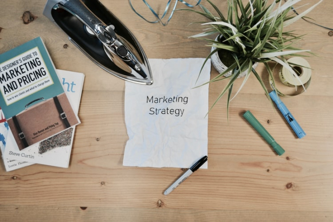 Develop an advertising plan and update homestay information.  Photo: @campaign_creators.